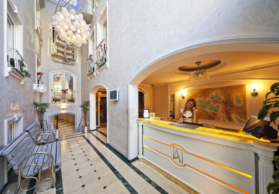 Lobby restaurant mansion palace