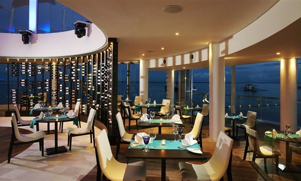 chair property Resort Lobby restaurant condominium function hall living room Suite convention center Modern dining table