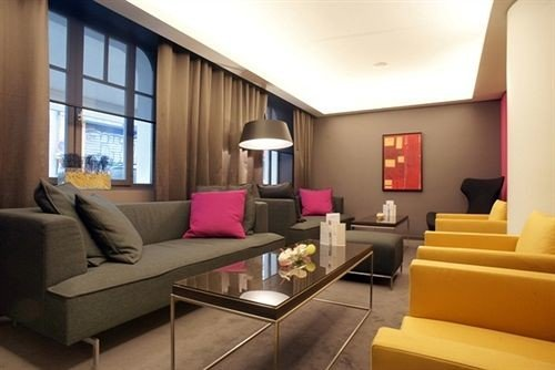 sofa property living room condominium Suite Lobby home waiting room Modern leather