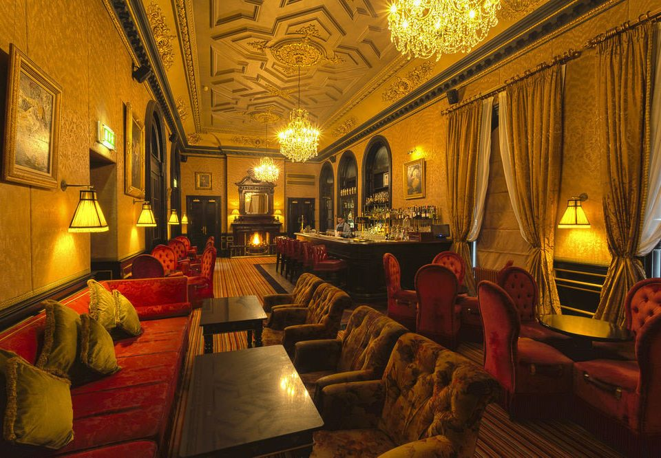 Lobby restaurant palace