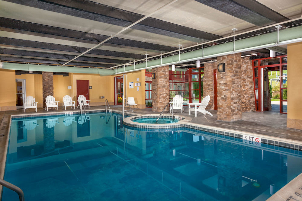 Pool Sport Wellness swimming pool property leisure leisure centre Resort Lobby condominium recreation room