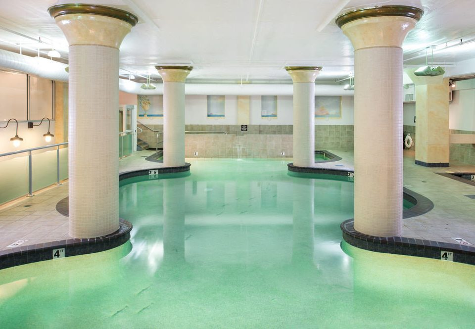 swimming pool Lobby property building leisure centre thermae mansion green condominium Resort headquarters colonnade