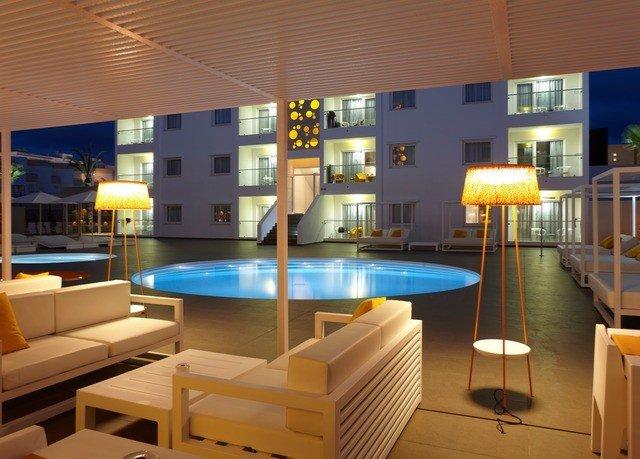 chair property recreation room condominium Resort swimming pool Lobby