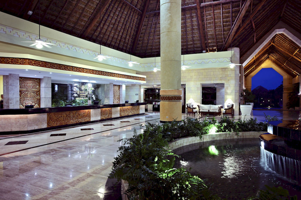 Lobby convention center Resort mansion swimming pool shopping mall colonnade