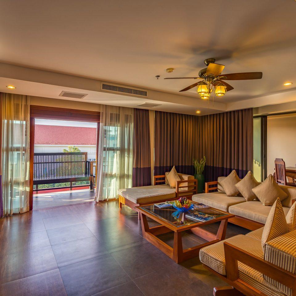 property building Lobby Suite Resort living room condominium recreation room home billiard room