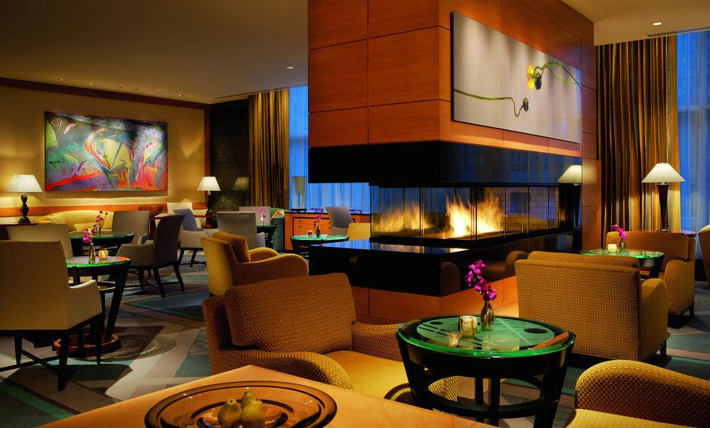 recreation room living room Suite home Lobby condominium Resort lamp
