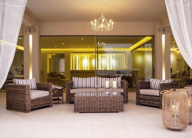property living room Suite condominium Lobby home Resort mansion tub