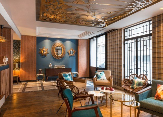 property living room home Lobby recreation room condominium Resort Suite mansion