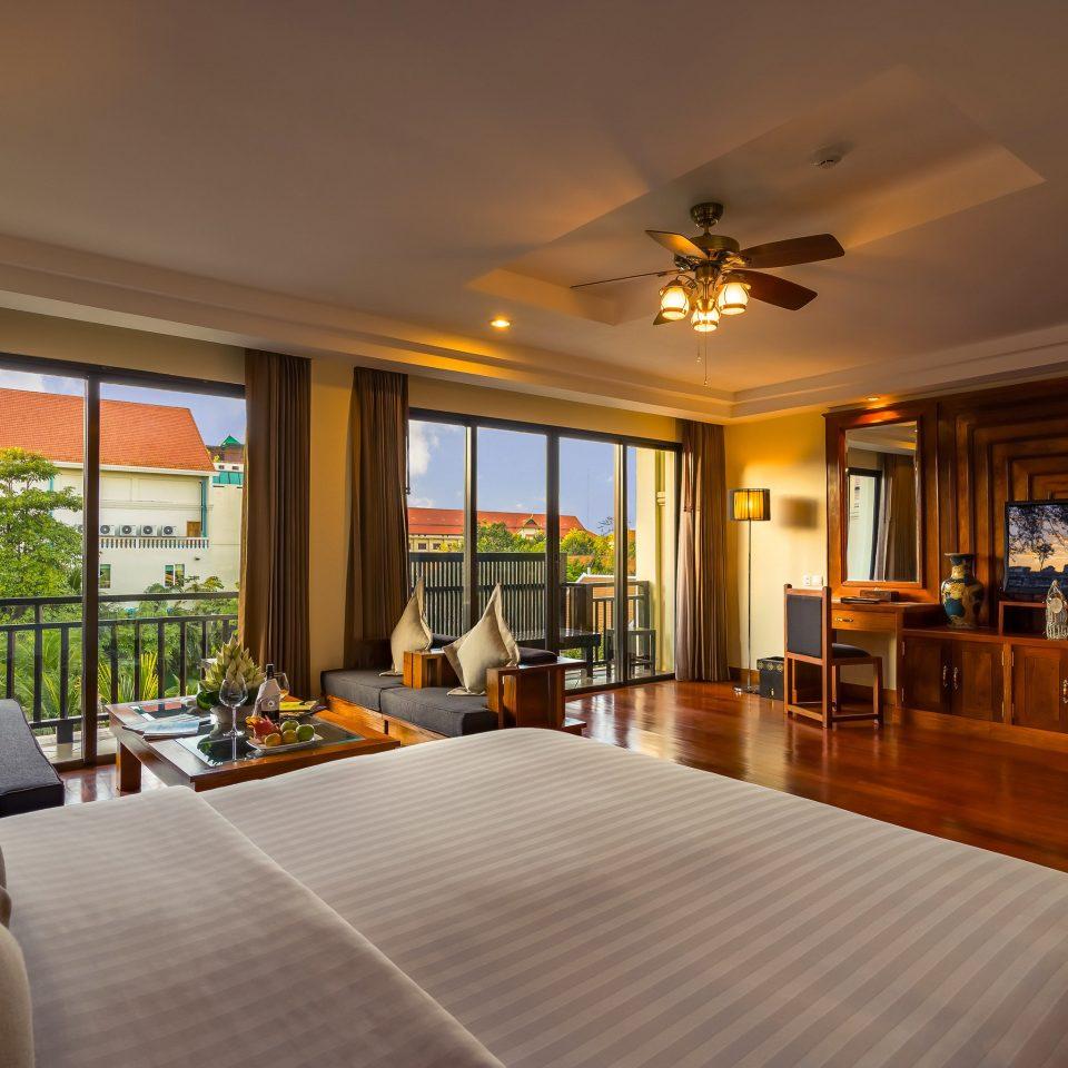 sofa property condominium home Resort living room hardwood Lobby Suite mansion Villa nice