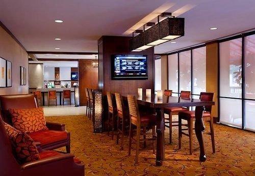 property chair Resort Lobby restaurant recreation room living room Suite Villa dining table