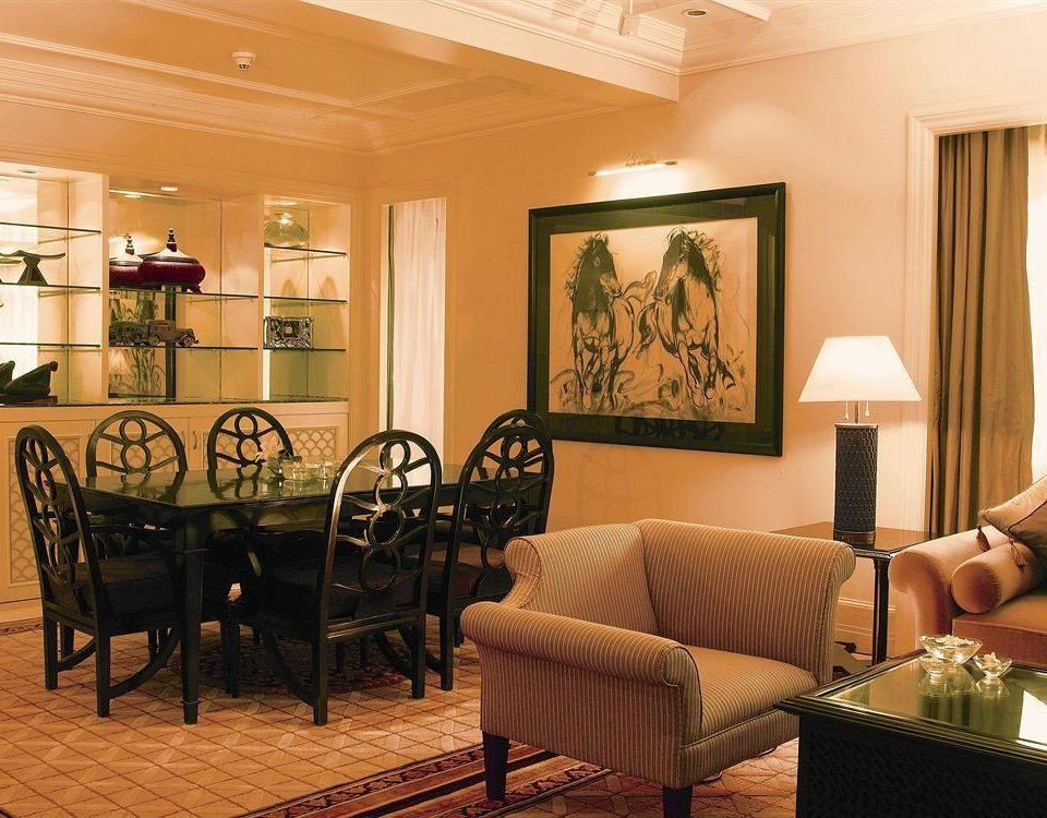 sofa chair property living room Suite home Lobby condominium restaurant cottage leather set