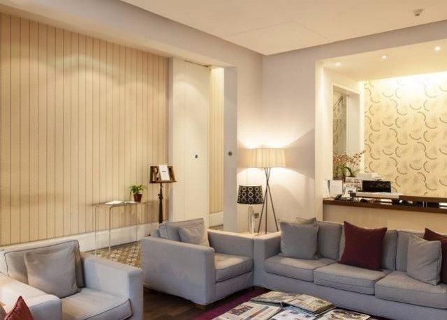 sofa property living room condominium Suite Lobby clean