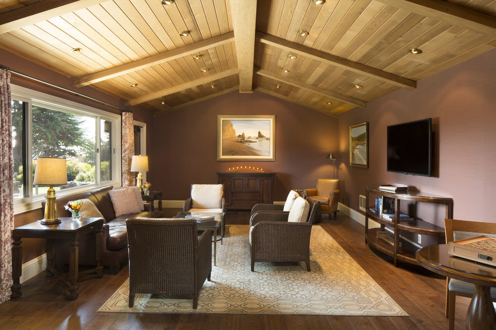 property living room home hardwood Lobby Suite condominium cottage recreation room