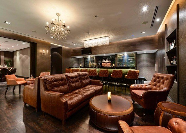 property living room Lobby yacht home vehicle Suite condominium recreation room leather
