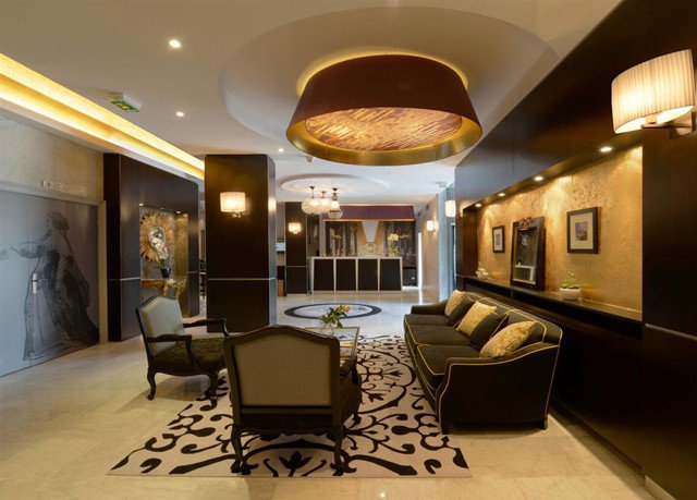 Lobby property living room Suite home recreation room condominium mansion