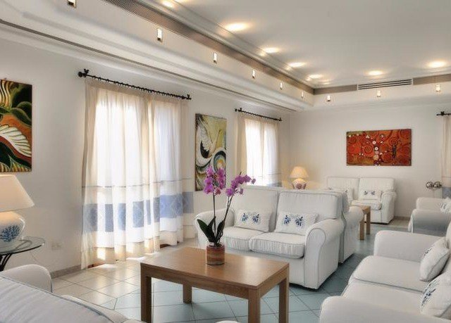 property living room condominium white Suite lighting Lobby