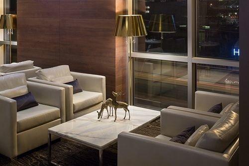 property living room Lobby condominium Suite