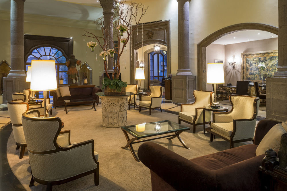 Lobby property living room home Suite restaurant mansion