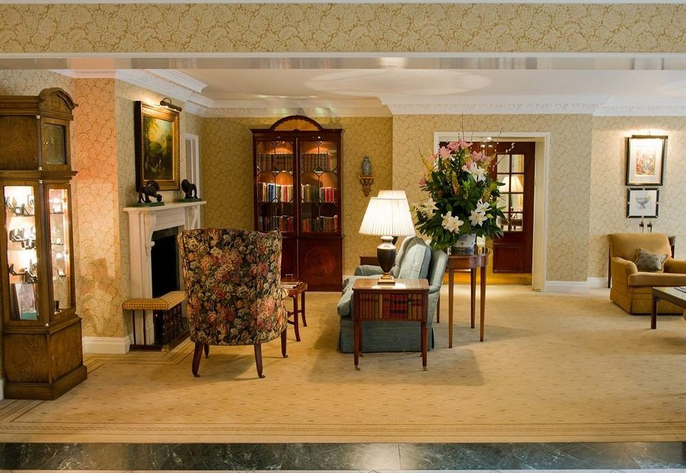 Lobby property home living room restaurant Villa