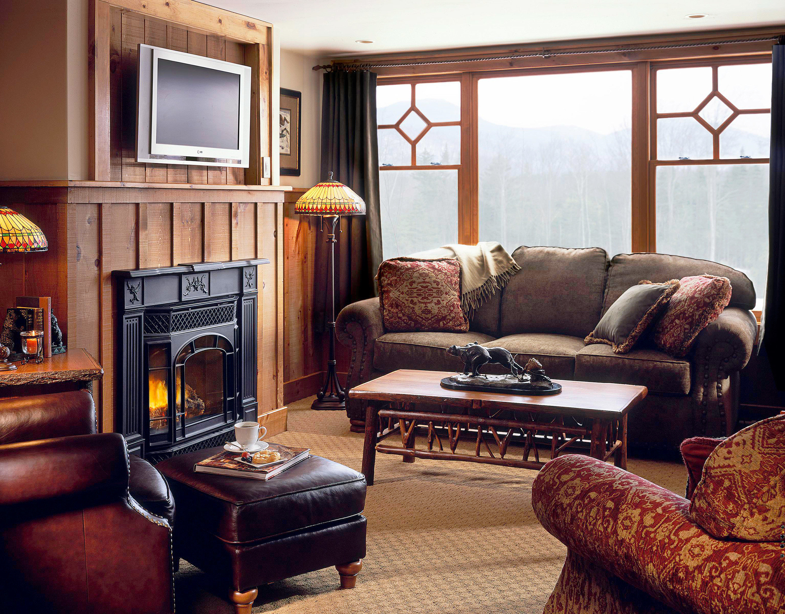 Lodge Lounge Luxury Romantic Rustic sofa living room property home hardwood cottage Suite leather