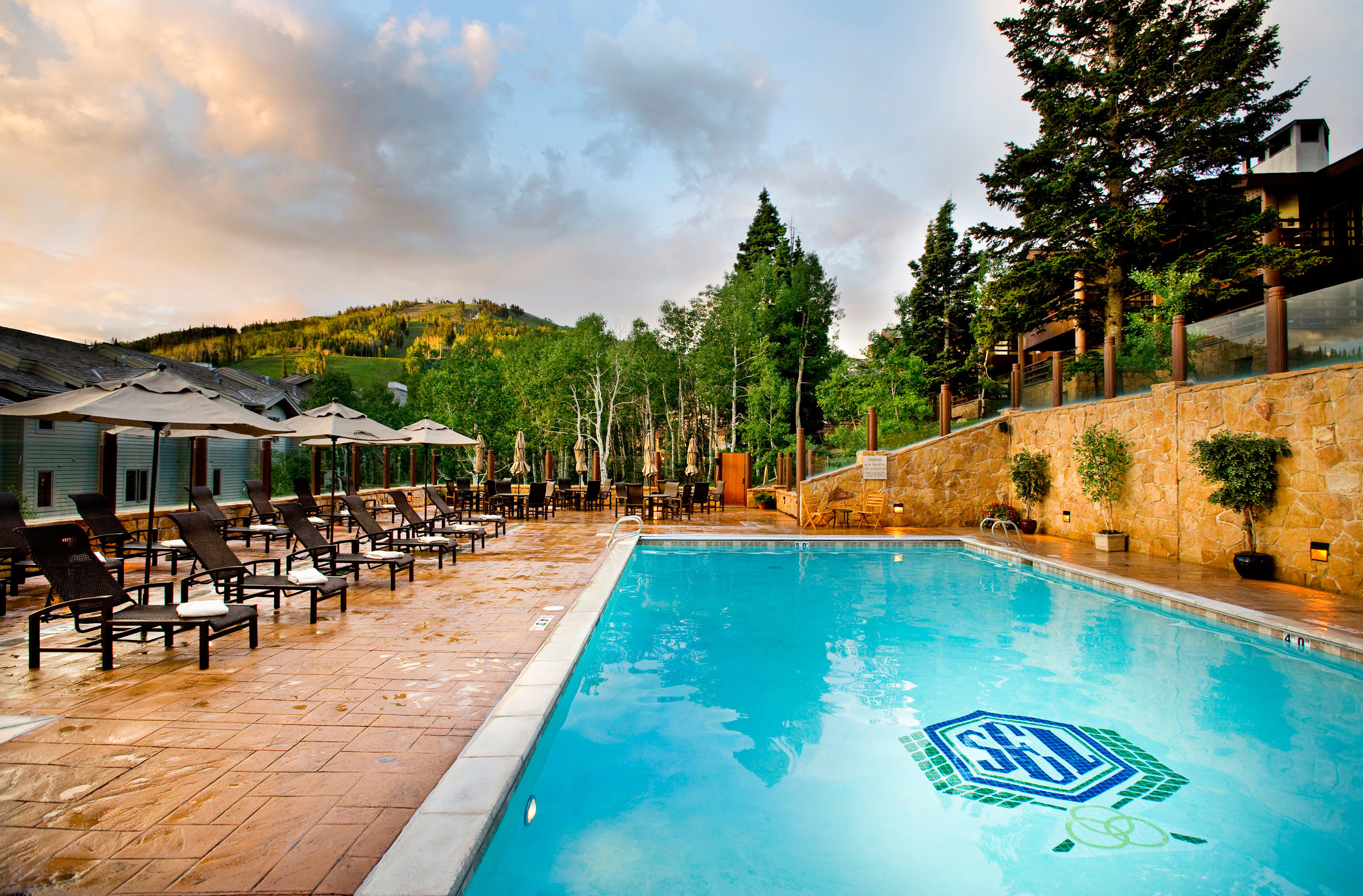 Lodge Patio Pool Rustic Scenic views Terrace sky ground swimming pool leisure Resort Sea lined