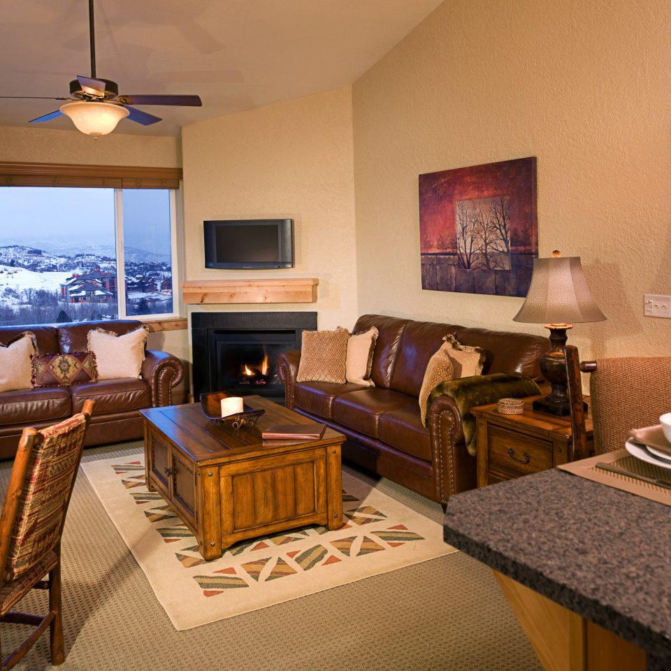 Lodge Scenic views Suite property living room home cottage Villa condominium recreation room Resort