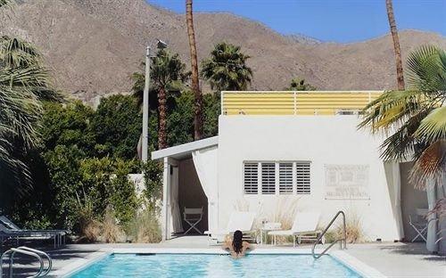 Lounge Luxury Modern Pool tree property swimming pool Villa Resort home condominium cottage hacienda