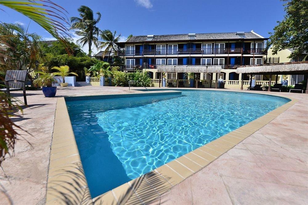 Lounge Luxury Modern Pool Resort tree swimming pool property condominium leisure building Villa backyard home mansion
