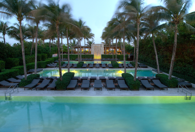 Lounge Luxury Modern Pool Trip Ideas tree leisure swimming pool Resort Water park amusement park sport venue park condominium arecales