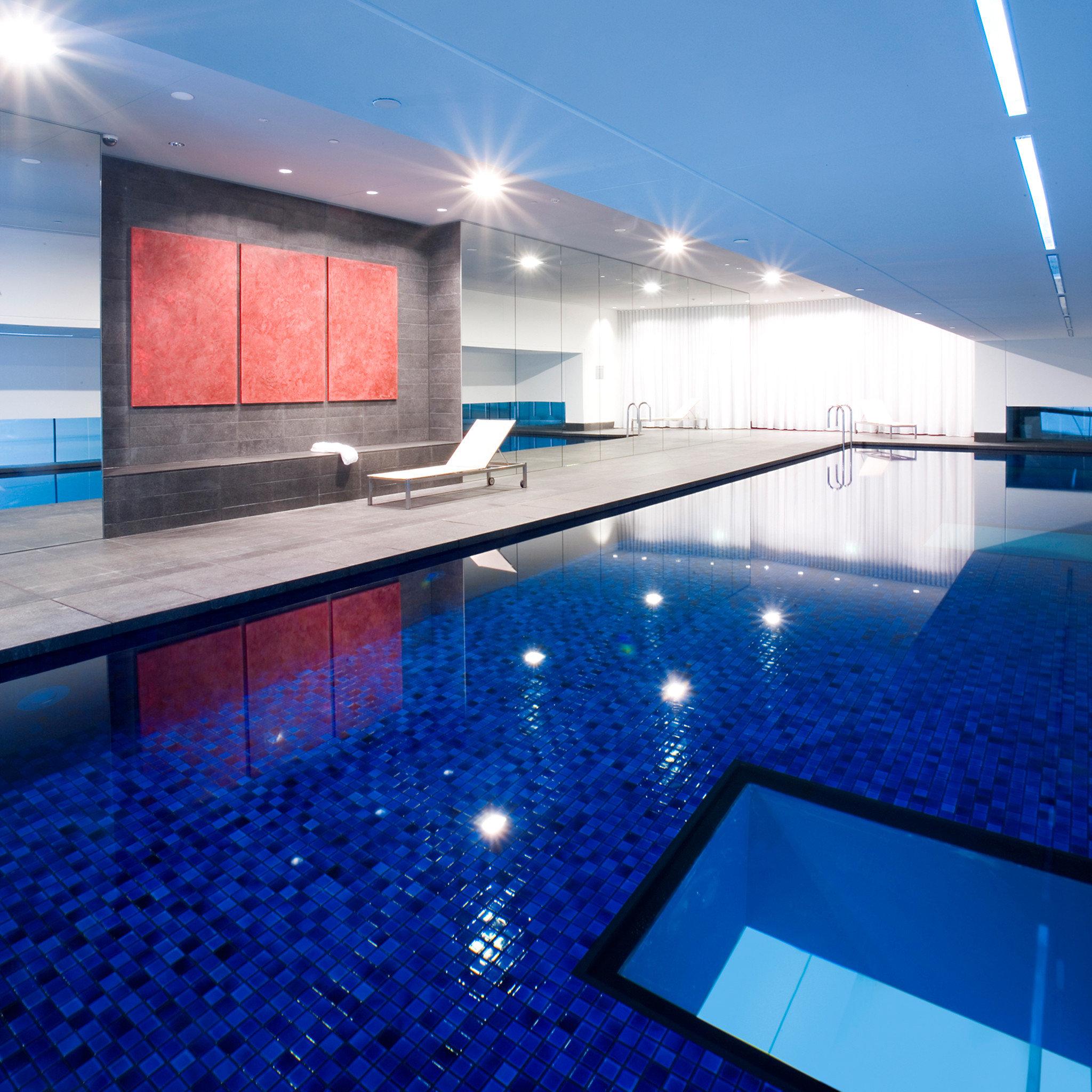 Lounge Luxury Modern Pool sky swimming pool leisure leisure centre lighting light blue day