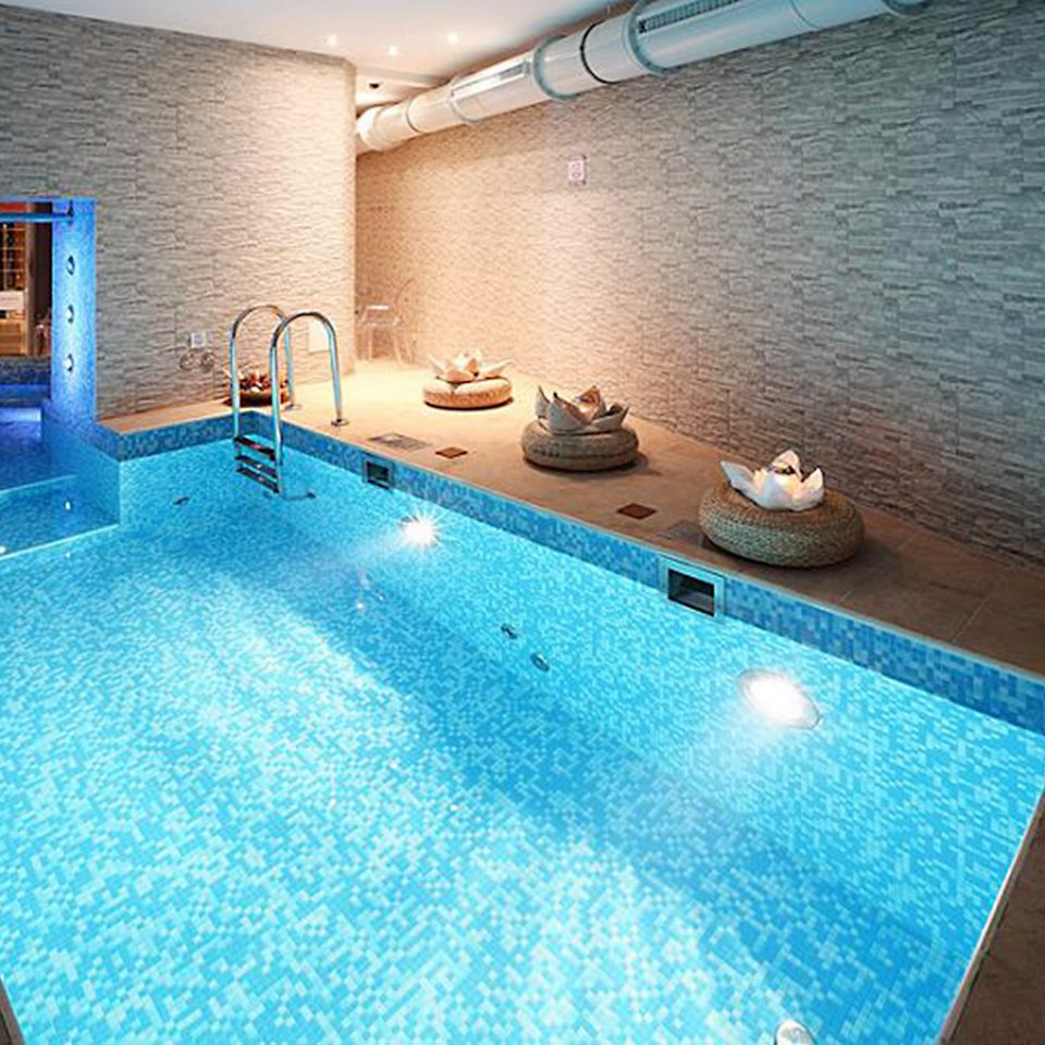 Lounge Luxury Modern Pool swimming pool property blue leisure jacuzzi Villa