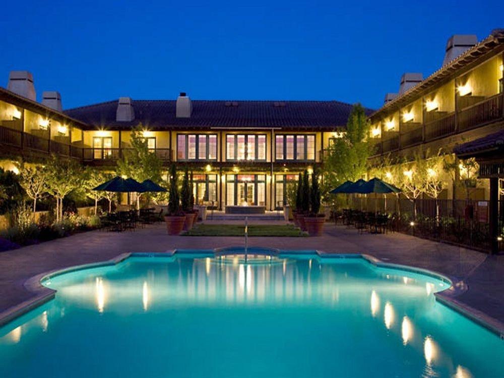 Lounge Luxury Pool building sky swimming pool street property Resort leisure light condominium reflecting pool resort town Villa mansion