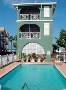 Lounge Luxury Pool building property swimming pool Villa Resort condominium mansion