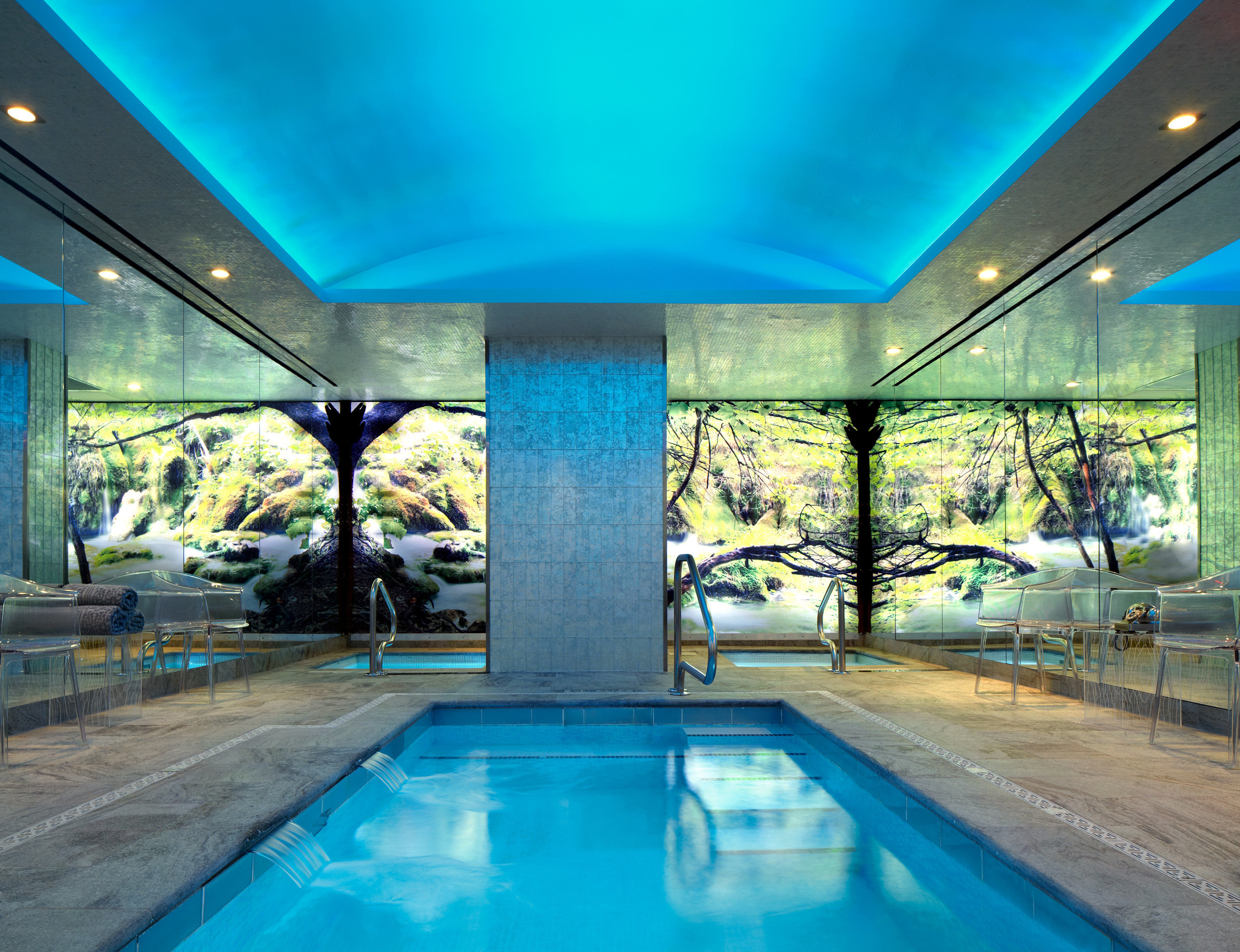 Lounge Luxury Pool blue swimming pool leisure property leisure centre Resort condominium daylighting empty