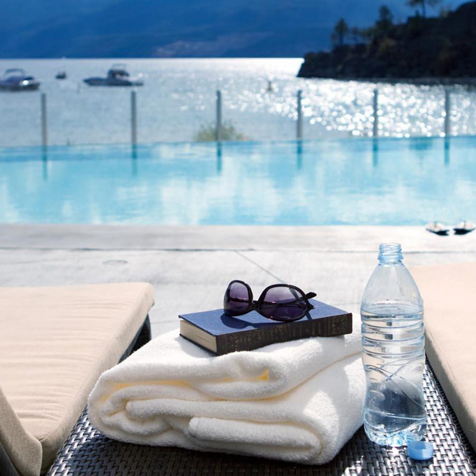 Lounge Mountains Pool Waterfront water swimming pool blue leisure Resort overlooking