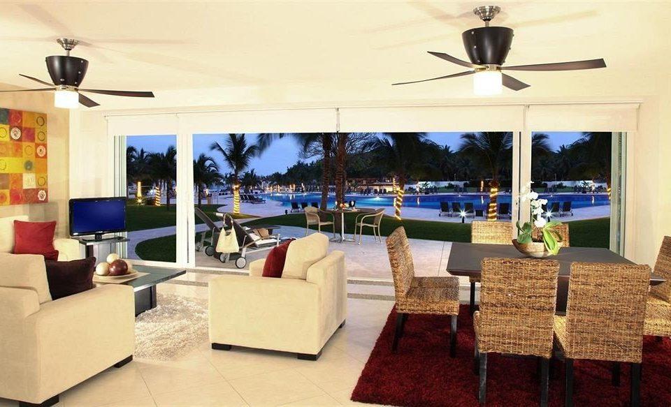 Lounge Patio Pool Suite property Resort Villa restaurant living room condominium