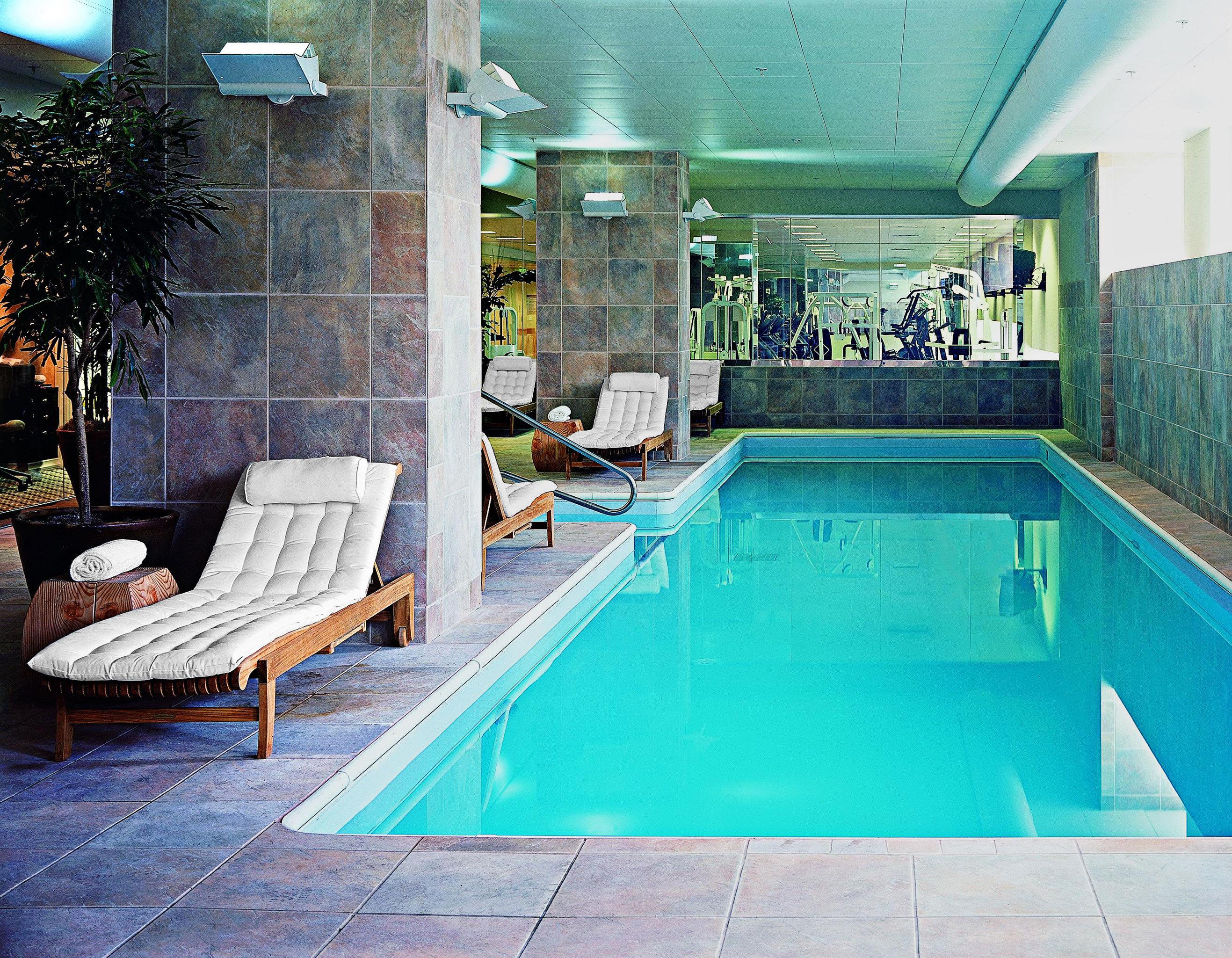 Lounge Pool swimming pool leisure property house green home blue Villa condominium Resort backyard mansion jacuzzi