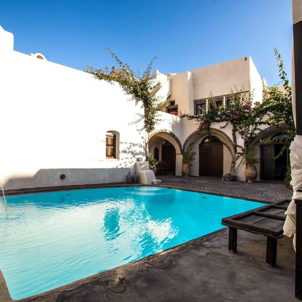 Lounge Pool sky swimming pool property leisure Villa building house backyard home Resort hacienda cottage mansion swimming