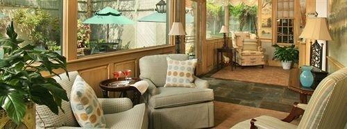 Lounge Romantic sofa property home living room cottage condominium Resort Villa porch Suite mansion farmhouse