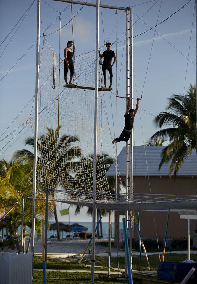 sky swing mast scaffolding outdoor object