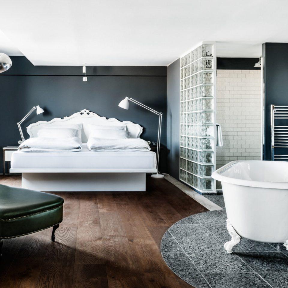 bathroom home plumbing fixture living room Modern
