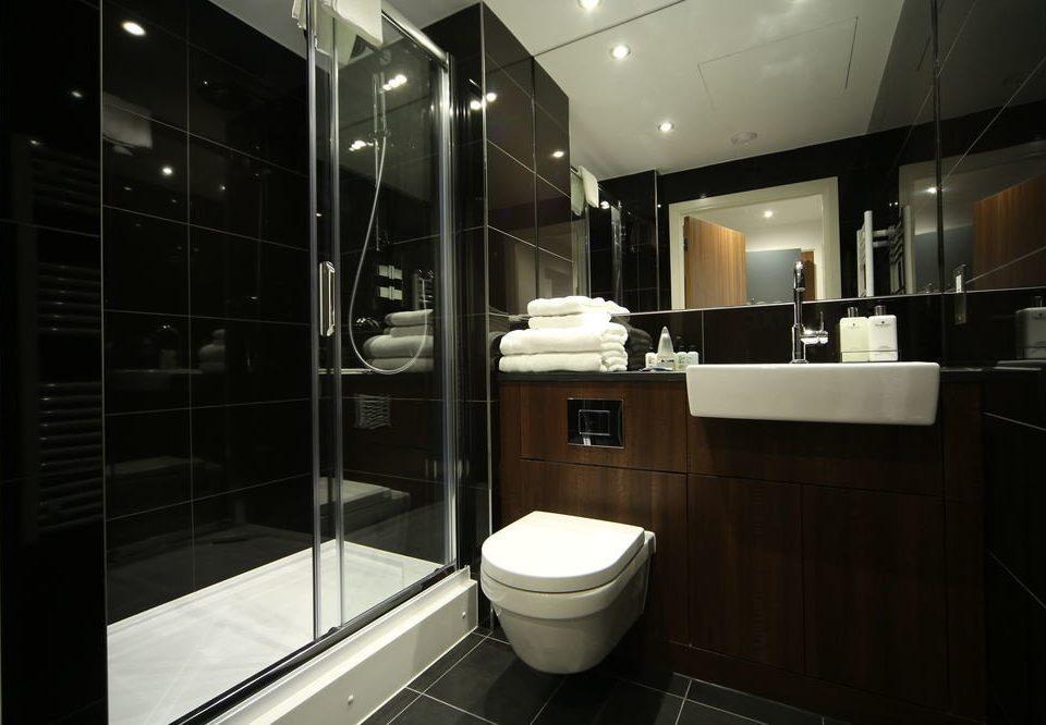 bathroom toilet property home plumbing fixture stall tile Modern tiled