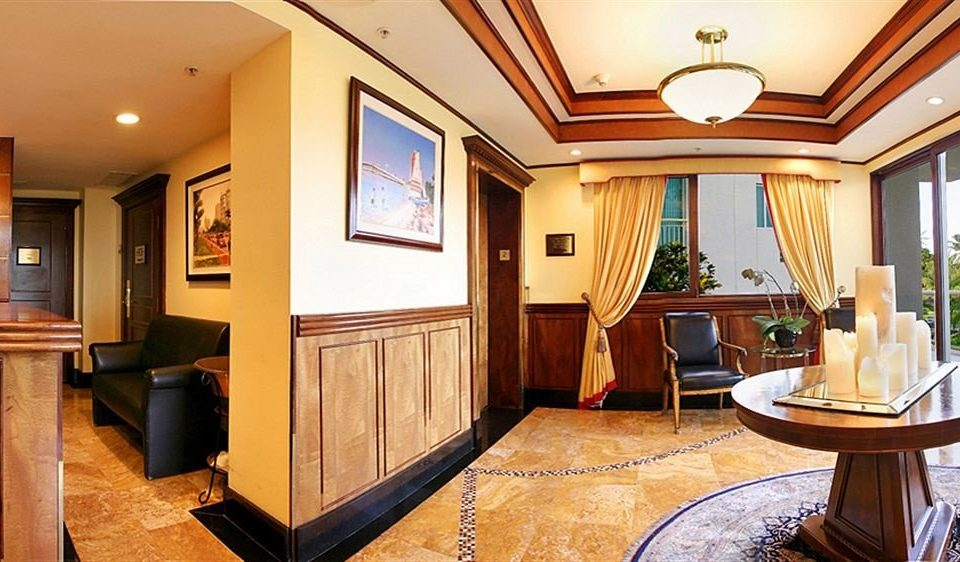 property Suite home living room hardwood cottage mansion Resort recreation room Villa condominium Modern