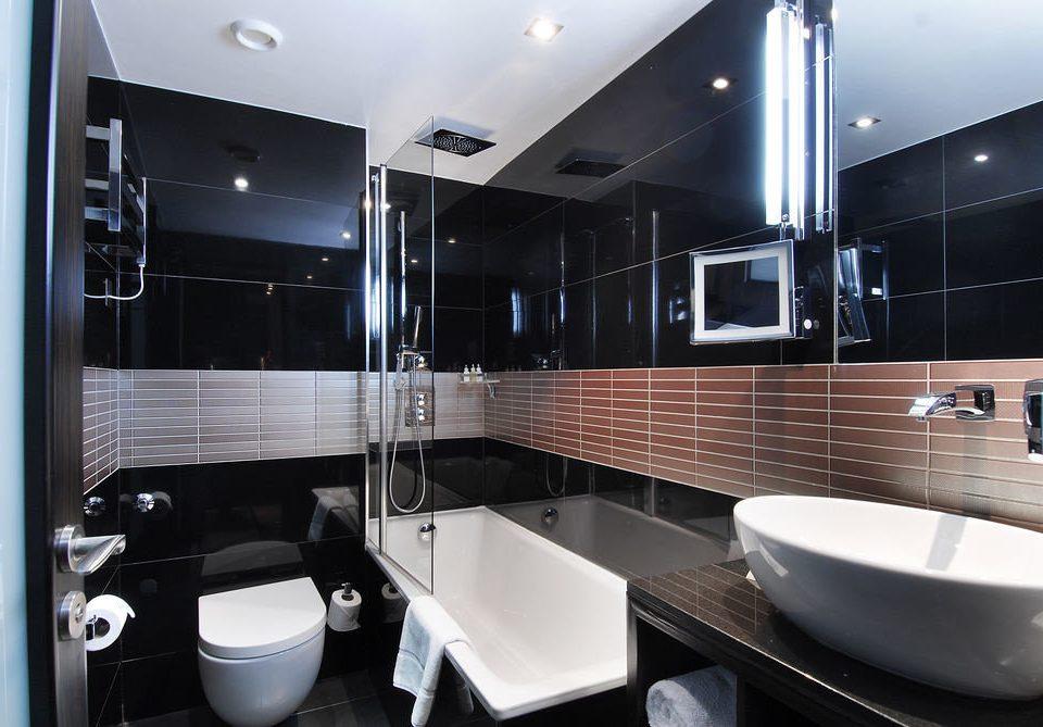 bathroom property black Modern sink home Suite plumbing fixture bathtub tiled tile