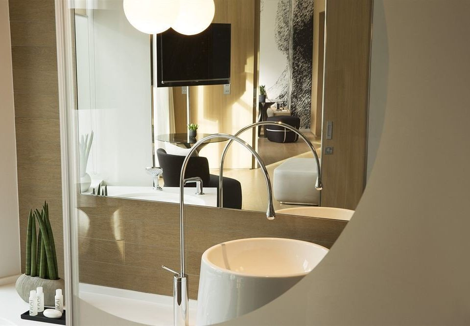 bathroom property sink home white Suite bathtub plumbing fixture bidet flooring toilet Modern tub