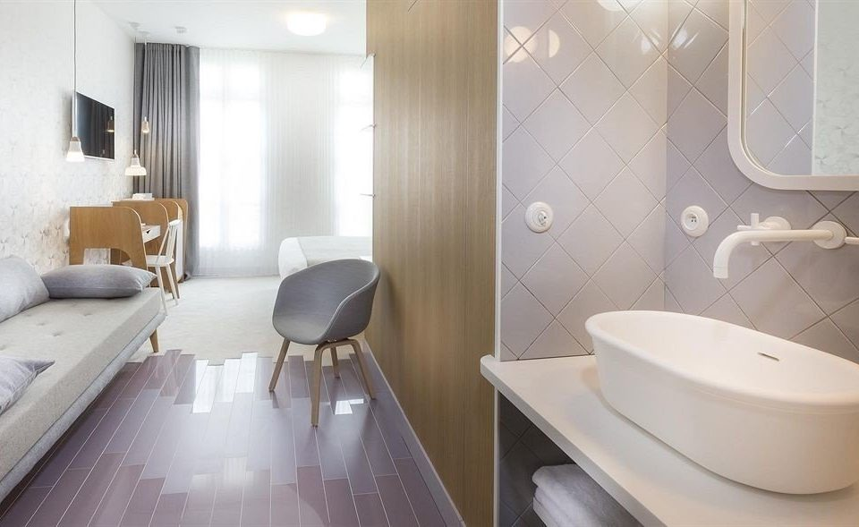 bathroom property Suite bidet bathtub plumbing fixture swimming pool Modern