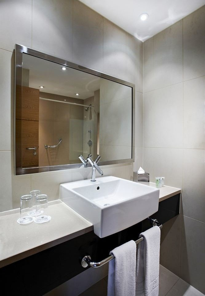 bathroom mirror sink property vessel plumbing fixture Suite bidet toilet clean Modern tile water basin