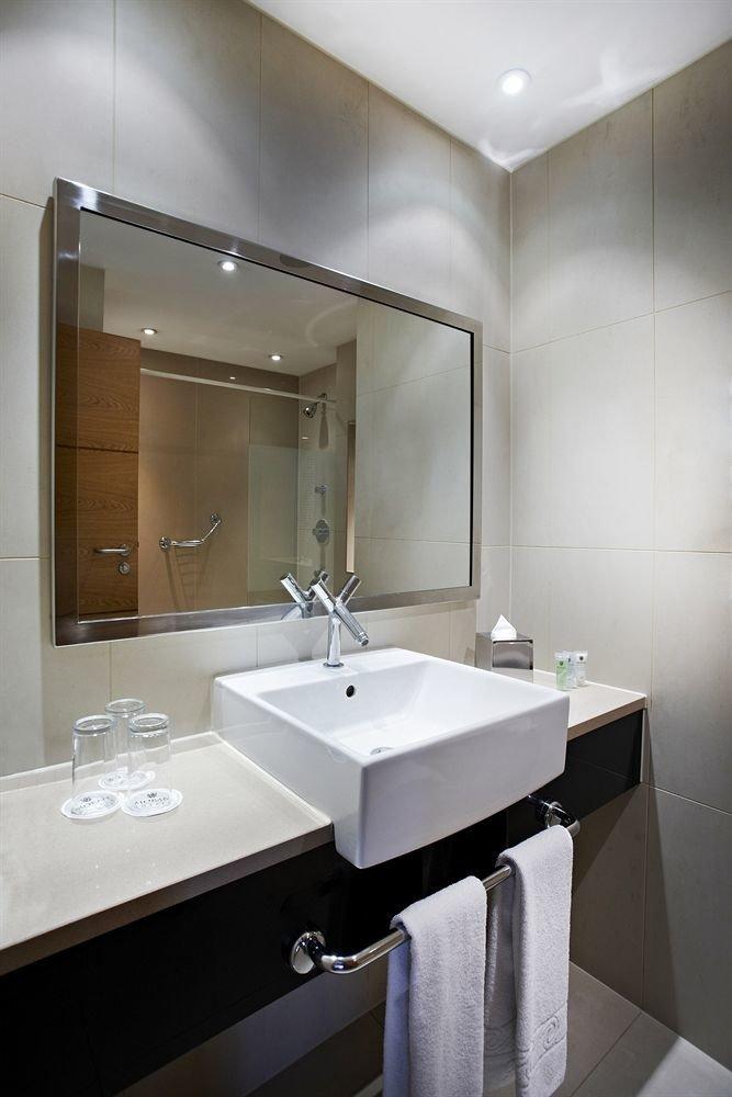 bathroom mirror sink property vessel plumbing fixture Suite bidet toilet clean Modern tile water basin