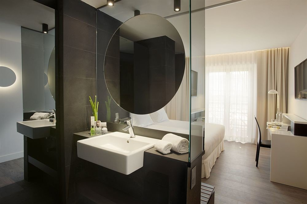 bathroom mirror property Suite sink Modern bidet toilet