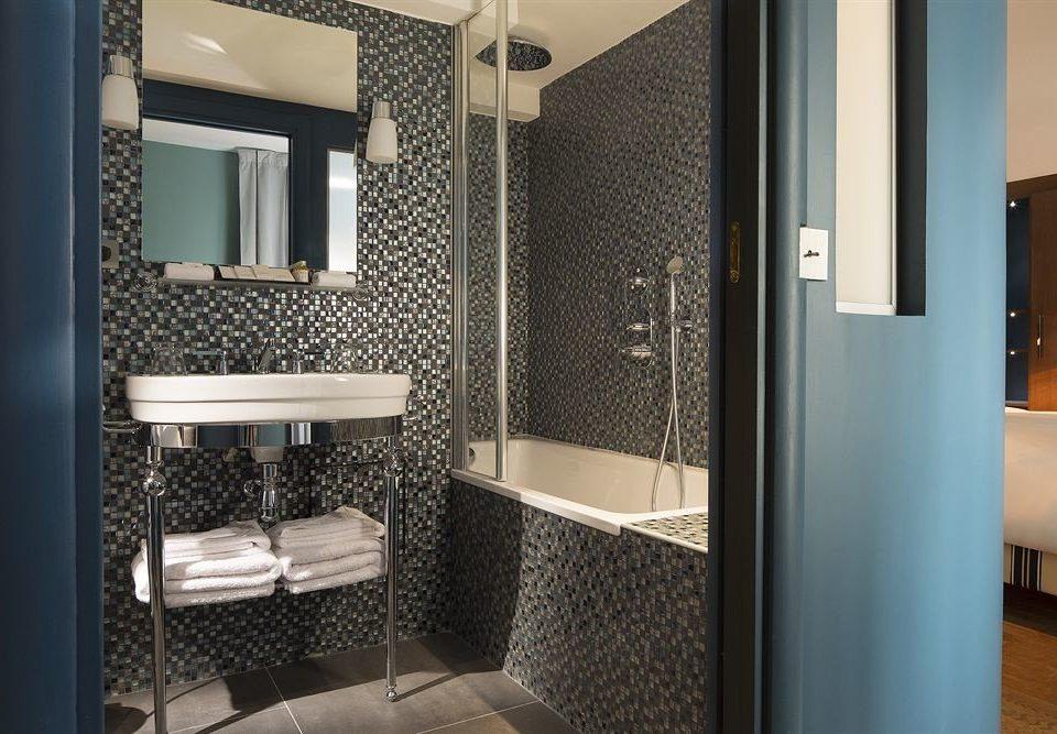 bathroom property sink black Suite home flooring condominium Modern public tiled tile